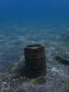 Bidón fondo mar